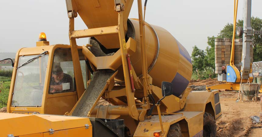 Self loading top quality concrete mixer